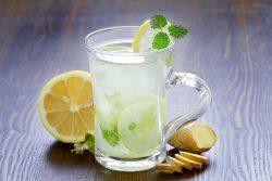 Limonada com gengibre