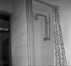 RDS model home, shower, 7 May 1960