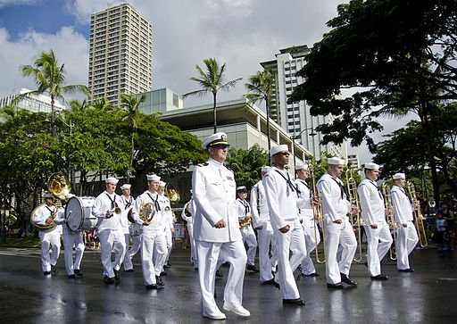 US_Navy_111218-N-RI884-097_The_U.S._Pacific_Fleet_Marching_Band_participates_in_a_parade_through_downtown_Waikiki_honoring_Japanese-American_vetera