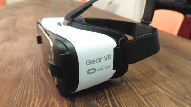 В 2016 году Samsung продала более 70% единиц Gear VR – гарнитуры виртуальной реальности