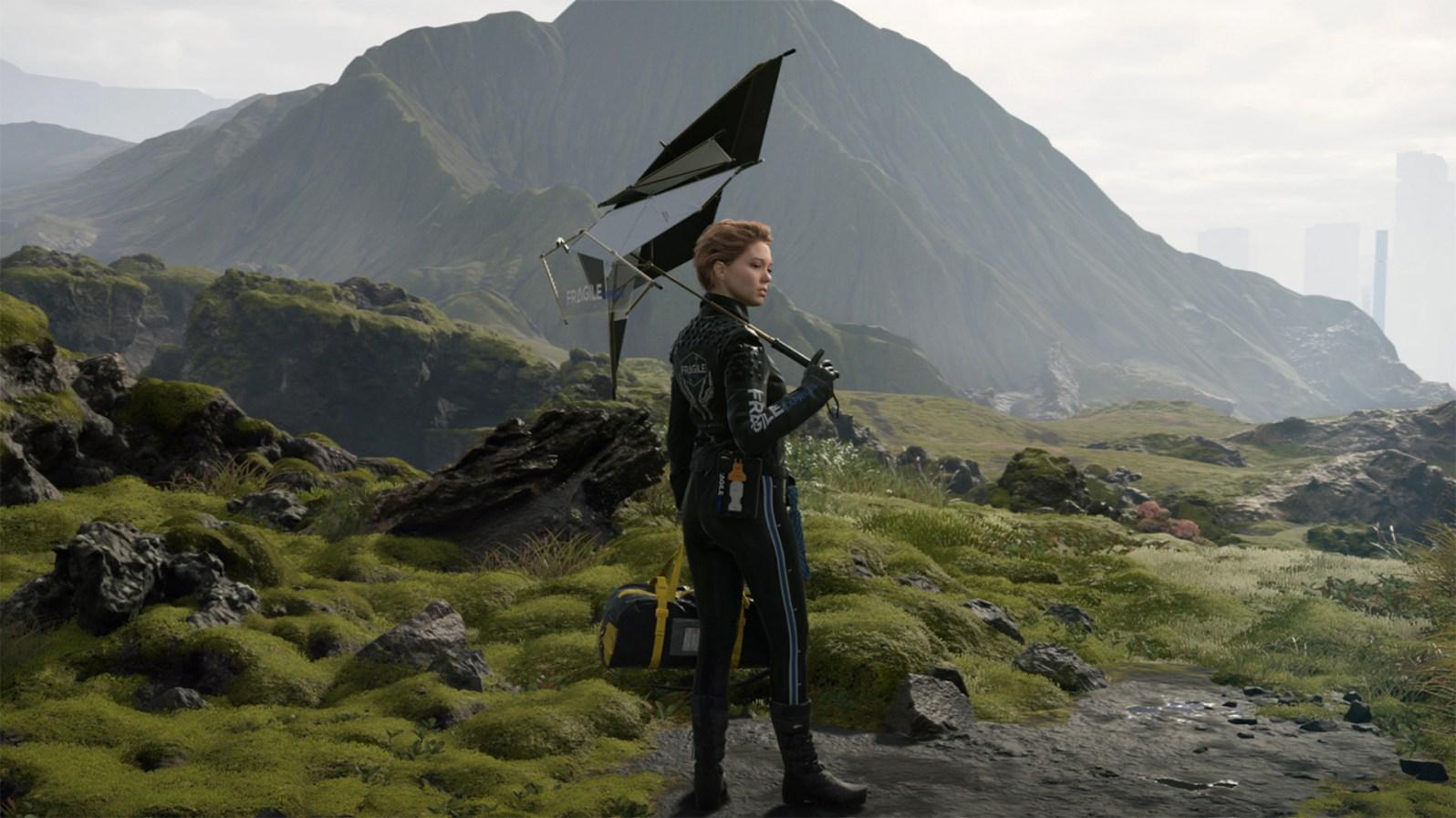 Léa Seydoux posiert mit ihrem futuristischen Outifit in der von Moos überwucherten Landschaft.