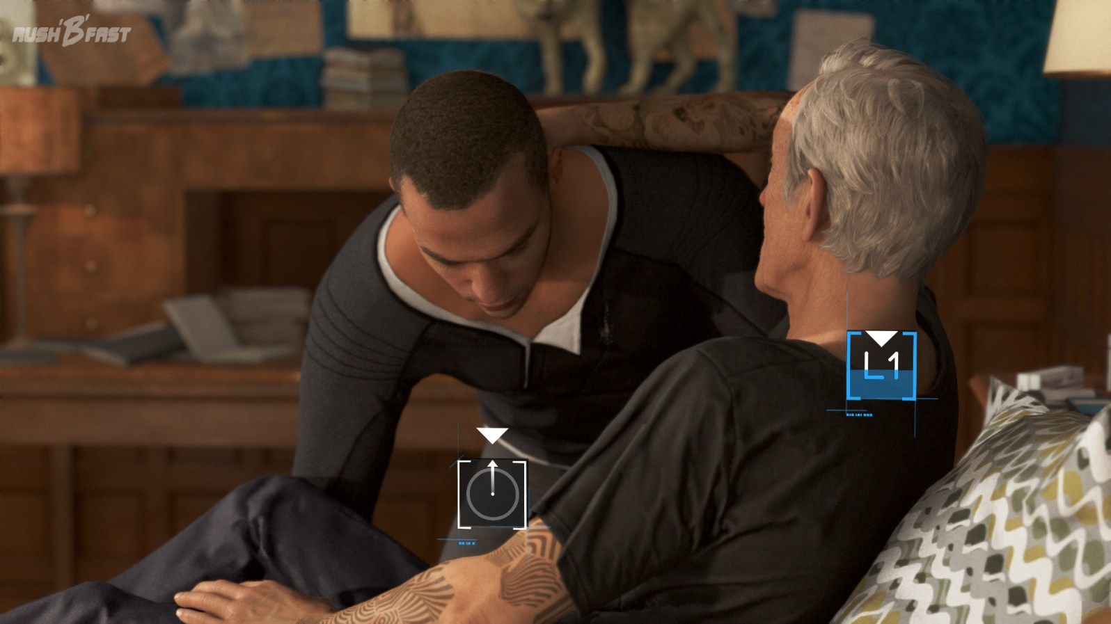 Markus hebt Carl in seinen Rollstuhl.