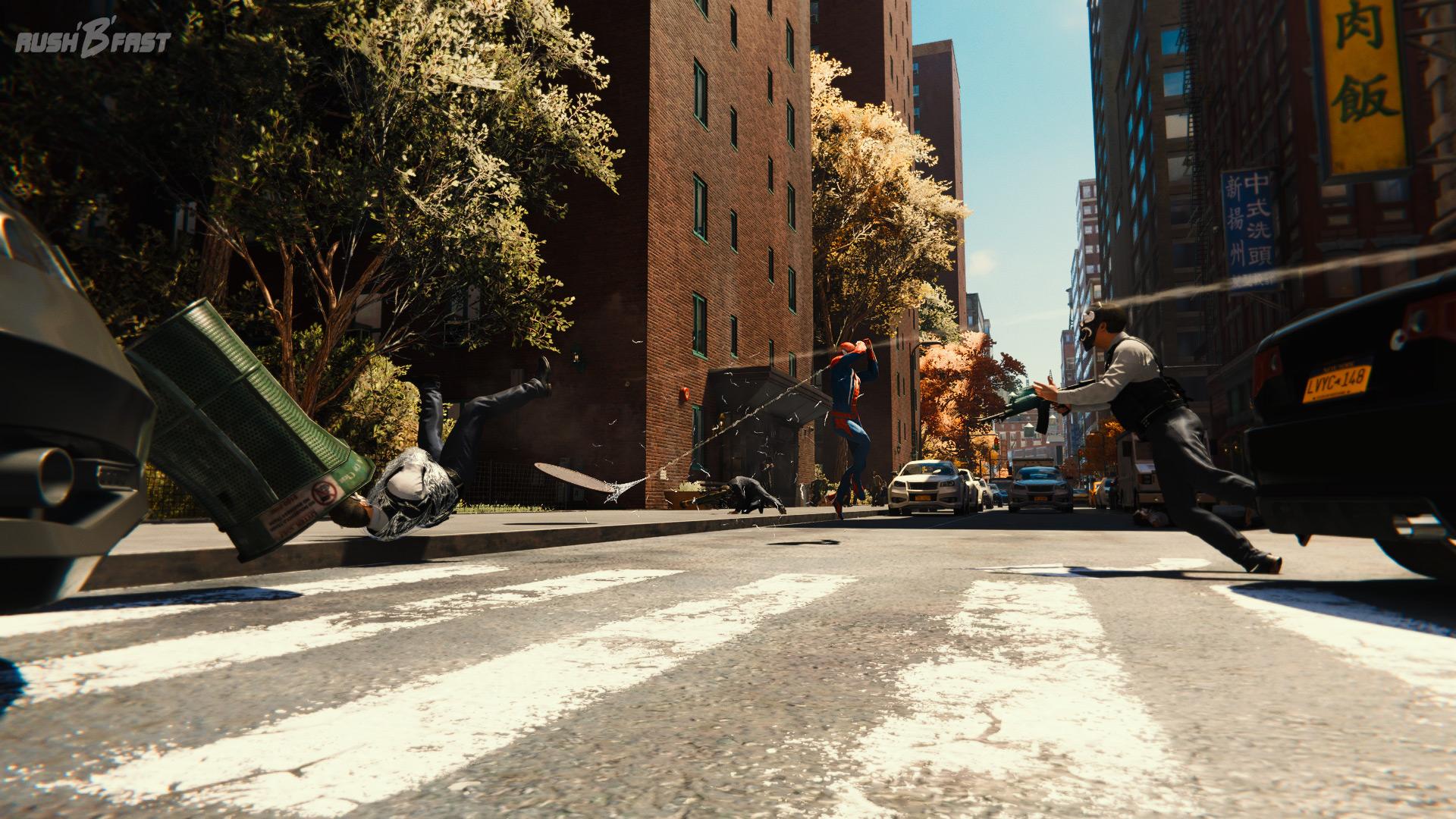 Marvel's Spider-Man - Mit gekonnten Schwüngen werfen wir den Bösewichten alles an den Kopf, was nicht bei drei auf den Bäumen ist.