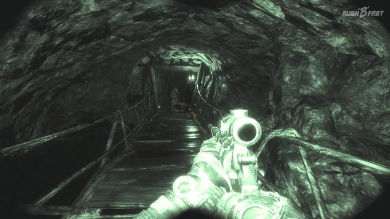 Metro Exodus - In diesen dunklen Tunneln kommen wir am besten mit dem Nachtsichtgerät voran, denn alle anderen Lichtquellen würden sofort die Gegner alarmieren.
