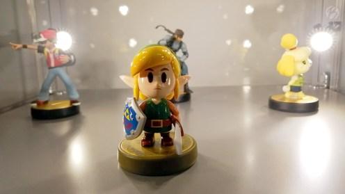 In einem kleinen Schaukasten gab es die neuen Super Smash Bros. Amiibo Figuren und natürlich ganz vorne der putzige Link für Legend of Zelda: Link's Awakening.