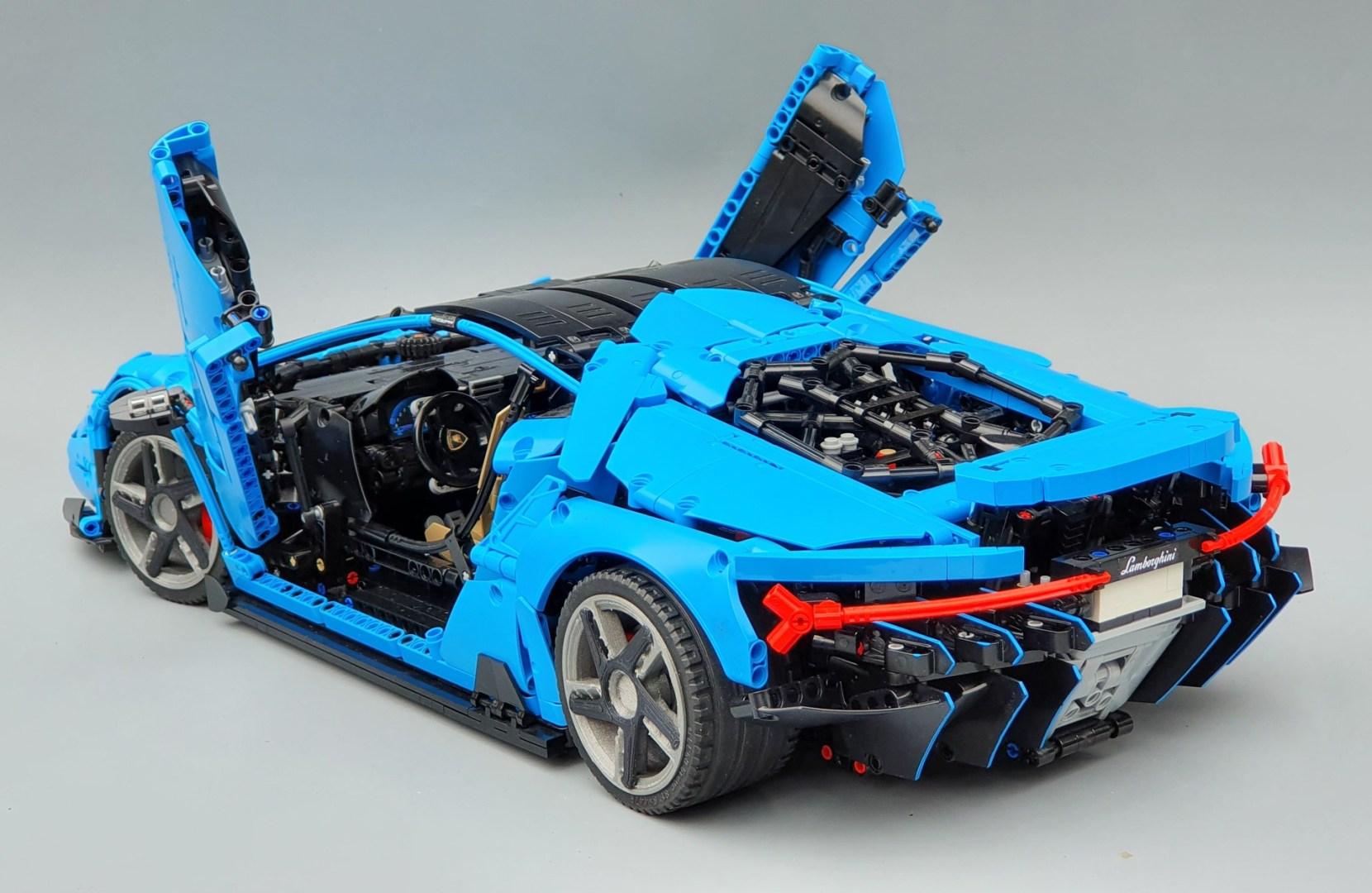 Quelle: Rebrickable - T-Lego Lamborghini Centenario mit offenen Türen