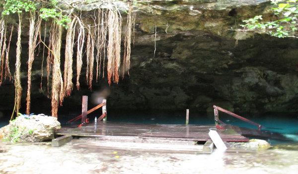Cenote_dos_ojos