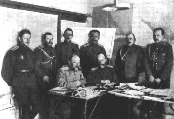 Генерал Юденич и генерал Томилов с чинами управления генерал-квартирмейстера штаба Кавказской армии