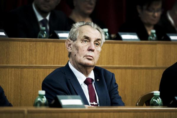 Президент Милош Земан хочет знать имена работающих в Чехии ...