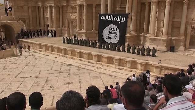 ISIS to execute Syrian soldier in Palmyra amphitheatre