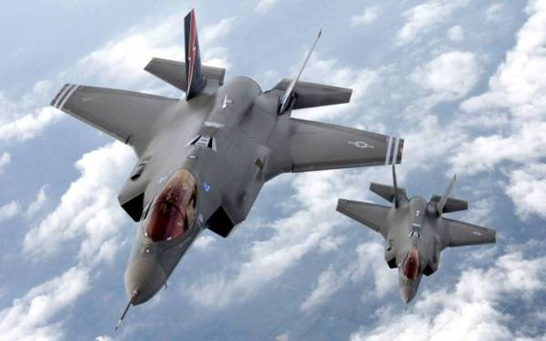 <figcaption>The F-35: Insanely expensive, its costs keep soaring - and it's worse than Russian planes which cost 20 times less</figcaption>