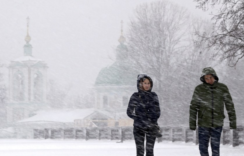 People walk during a heavy snowfall in Moscow, Russia, 02 February 2016.