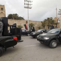 اشتباكات وانفجارات في العاصمة الليبية قبيل انتقال حكومة وفاق إليها