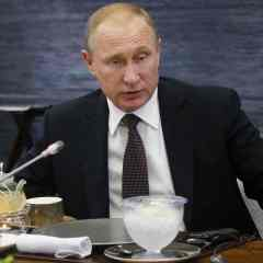 David Cameron is blackmailing Europe, Vladimir Putin claims