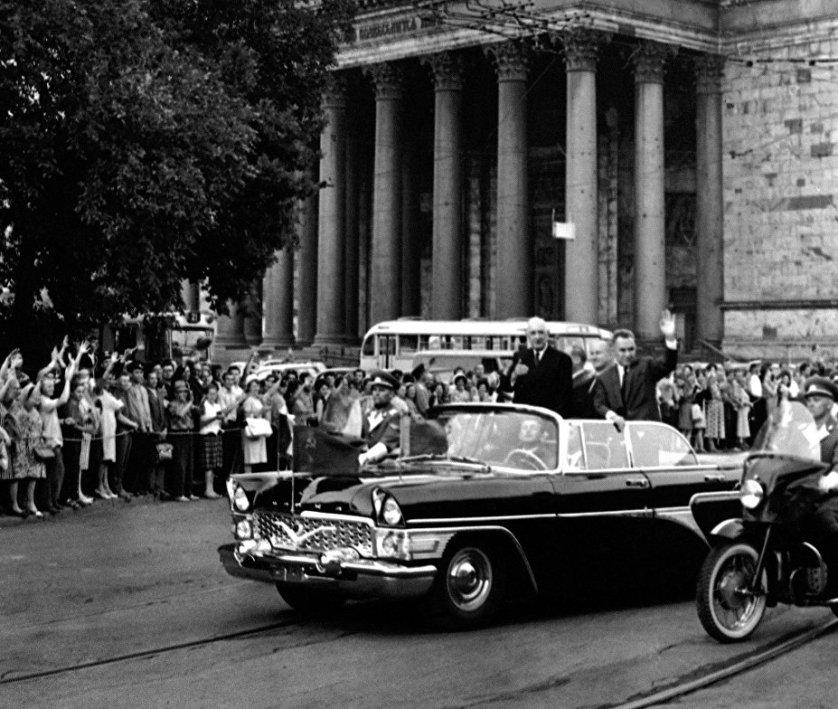 Президент Франции Шарль де Голль во время визита в Ленинград. Июнь 1966 года