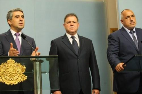 L to R: Bulgarian President Rosen Plevneliev, Defense Minister Nikolay Nenchev, Prime Minister Boyko Borisov at a briefing in the Presidency on June 16, 2016