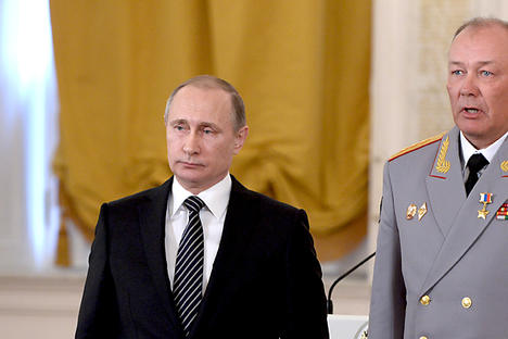 President Vladimir Putin (left) and Col.-General Alexander Dvornikov at the ceremony of presenting state awards to officers who distinguished themselves in the counter-terrorism operation in Syria.