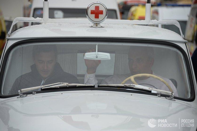 Автомобиль департамента здравоохранения города Москвы на улице Красная Пресня в Москве.