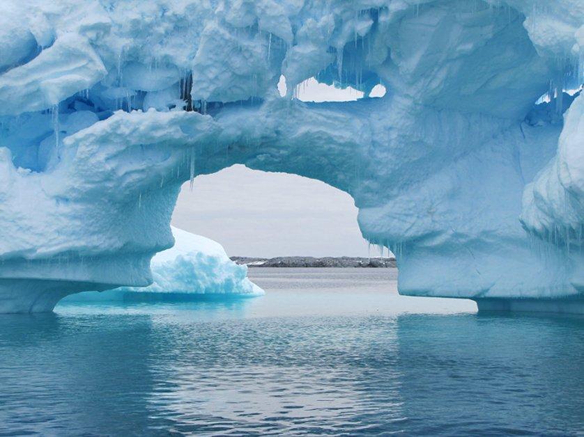 Площадь заповедной зоны в море Росса в Антарктике превышает 1,55 миллиона квадратных километров. Рыболовный промысел в этой зоне будет запрещен на 35 лет.