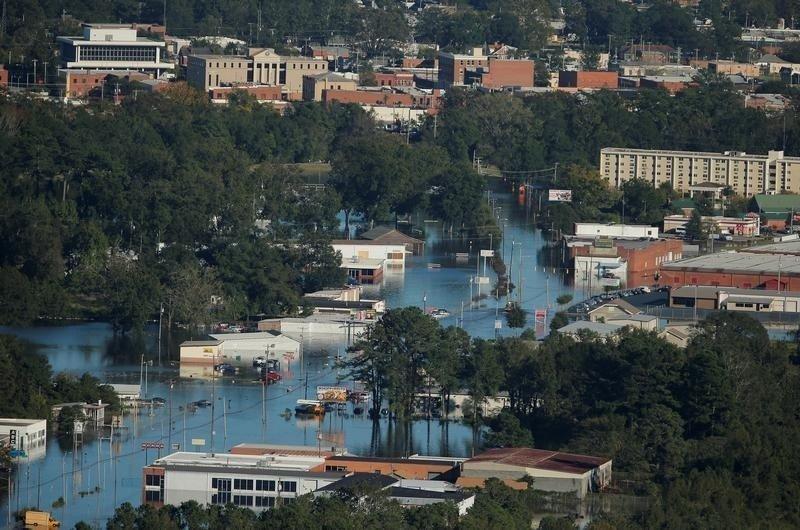 Обама объявил Южную Каролину зоной бедствия вслед за Северной Каролиной, Джорджией и Флоридой. Это следующий шаг после режима ЧП, который был объявлен в этих штатах и был направлен на подготовку и ликвидацию первых последствий урагана.