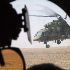 Russian Mi-8, carrying humanitarian cargo, under fire in Syria