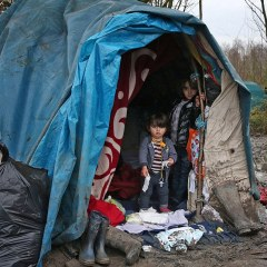 Britain urges France to protect Calais children