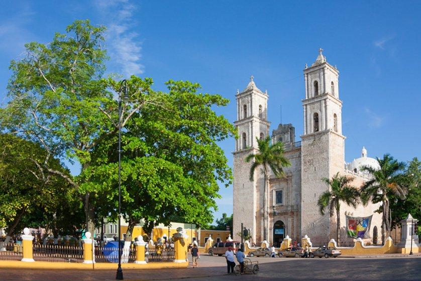 Мерида – столица штата Юкатан в Южной Мексике, построенная на руинах города майя Тихо. Здесь удивительная природа, много интересных достопримечательностей, а также ресторанов и отелей на любой вкус и бюджет.
