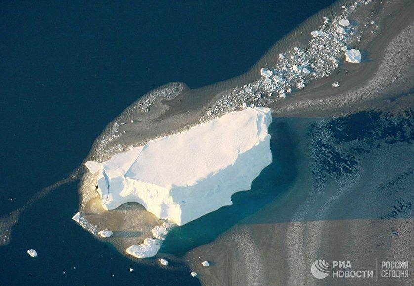 В Антарктиде сосредоточено около 90% запасов пресной воды на планете. Если бы весь лед растаял, уровень мирового океана повысился бы более чем на 60 м.