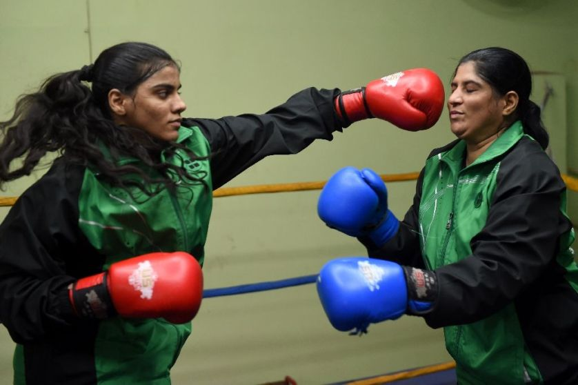 Taboos KO'd by Pakistan's mother-daughter boxing duo