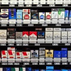 В Туркменистане запретили продавать сигареты женщинам