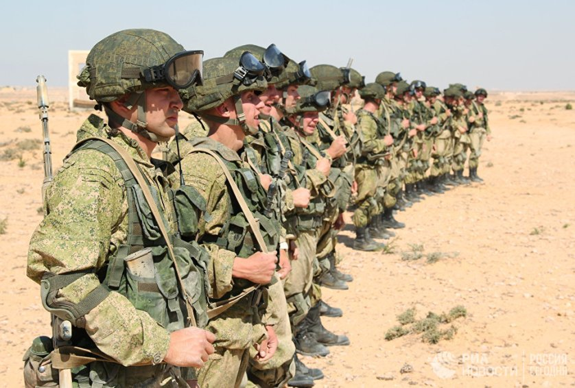 Российским десантникам пришлось действовать в сложных климатических условиях Африки — все занятия проходили в полной боевой экипировке при высокой температуре в пустыне.