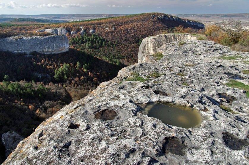 Мыс Кале-Бурун (Бурун-Кая) археологи считают неизученным Клондайком Крыма, так как настоящие масштабные исследования там еще не велись, но отдельные находки позволяют судить об огромном историческом потенциале этого места.