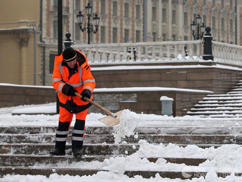 Во вторник на смену мокрому снегу придет дождь, а затем может образоваться сильный гололед.