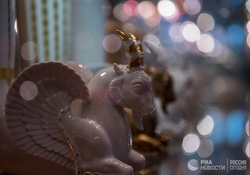 В музее Императорского фарфорового завода можно увидеть образцы японского и китайского фарфора.