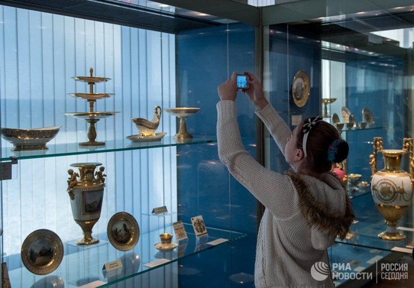 В музее Императорского фарфорового завода сформировалась единственная в мире уникальная коллекция, которая отражает 270-летнюю историю первого фарфорового завода в России.