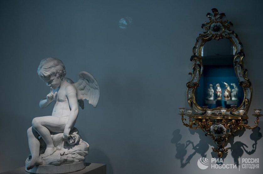 Коллекция музея Императорского фарфорового завода насчитывает более 30 тысяч экспонатов.