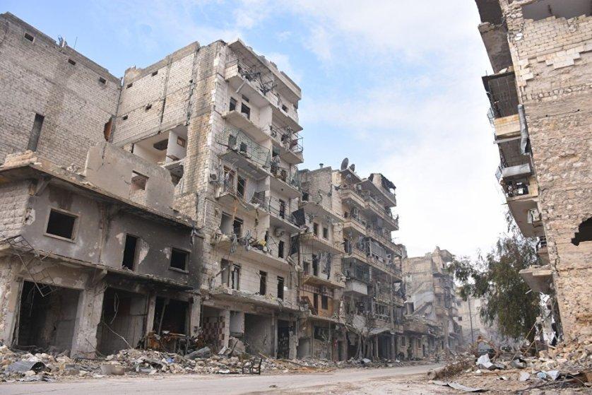 Конфликт в Сирии между властями и оппозицией продолжается с марта 2011 года. С августа 2012 года запад Алеппо удерживала сирийская армия, а восток — различные исламистские и повстанческие группировки.