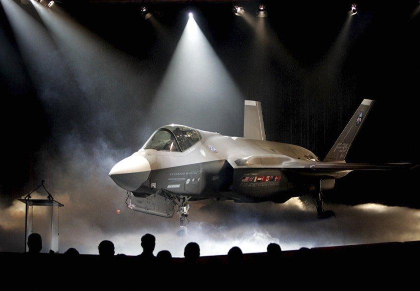 Истребитель-бомбардировщик Lockheed Martin F-35