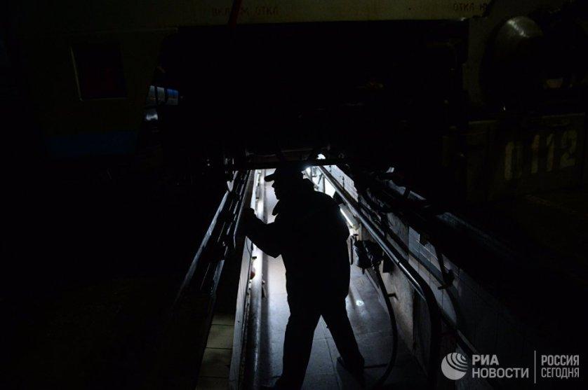 """Проверка подвижного состава в электродепо """"Измайлово"""" в Москве."""