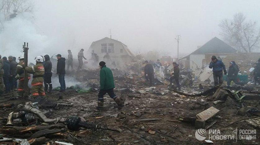 При крушении грузового самолета Boeing 747-400 под Бишкеком установлена гибель 31 человека и найдены фрагменты девяти тел, сообщила в понедельник пресс-служба президента Киргизии.