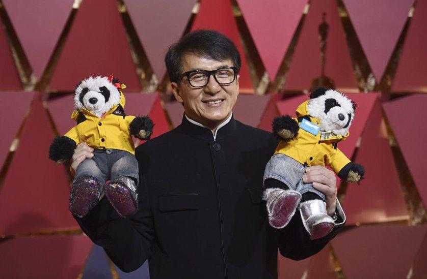"""На 89-й церемонии вручения наград американской киноакадемии Джеки Чан получил свой первый """"Оскар"""" - за вклад в мировой кинематограф."""