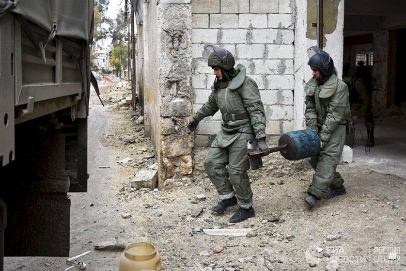 В Алеппо 31 января был открыт филиал международного противоминного центра Вооруженных Сил Российской Федерации. Он позволит обучить лучших сирийских военнослужащих, которые затем будут участвовать в разминировании освобожденных территорий.