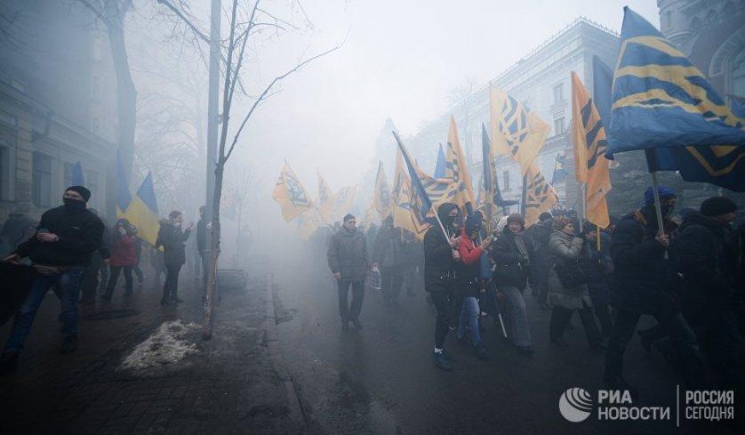 Представители националистических организаций во время шествия в Киеве.