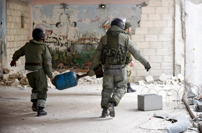 По данным на конец января, специалистами Международного противоминного центра ВС РФ в Алеппо разминировано более 200 социально значимых объектов, 3210 зданий на территории более двух тысяч гектаров, 709 километров дорог, было обезврежено почти 30 тысяч взрывоопасных предметов.