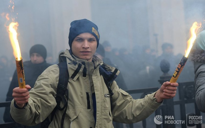 Протестующий на митинге националистических организаций в центре Киева.