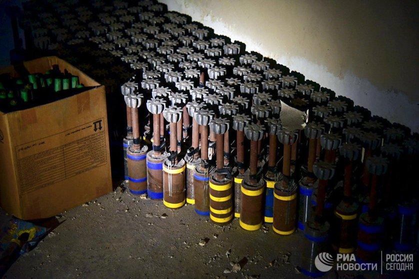 В конце января в Сирии российские саперы обнаружили склад с противопехотными минами направленного действия и противотанковыми минами кумулятивного действия.