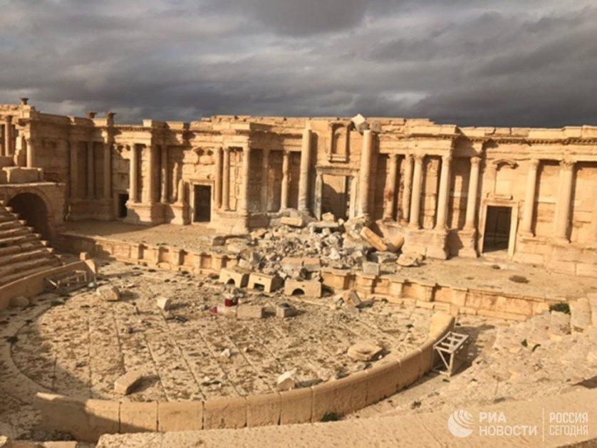 Древние развалины Пальмиры — один из шести объектов Всемирного наследия ЮНЕСКО в Сирии. Город был одним из богатейших центров древней цивилизации.