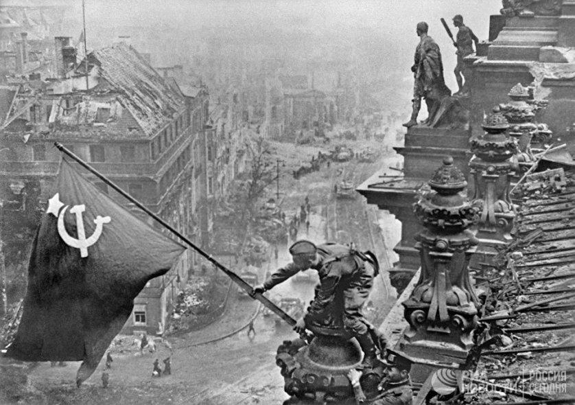 Знамя Победы над Берлином. 2 мая 1945 года.