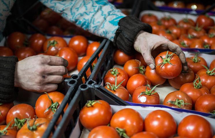 В Турции мужчина отбился от вооруженного преступника с помощью помидоров