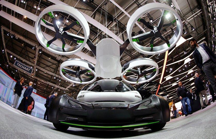 Ателье Italdesign представило свою концепцию наземного и воздушного транспортного средства Pop.Up. Кабина, состоящая из углеродного волокна, может быть присоединена как к наземному, так и воздушному модулю.